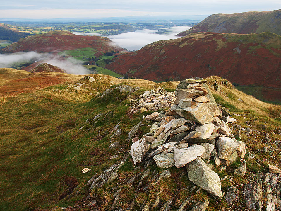 Beda Head, the summit of Beda Fell with Hallin Fell, Bonscale Pike and Steel Knotts in view