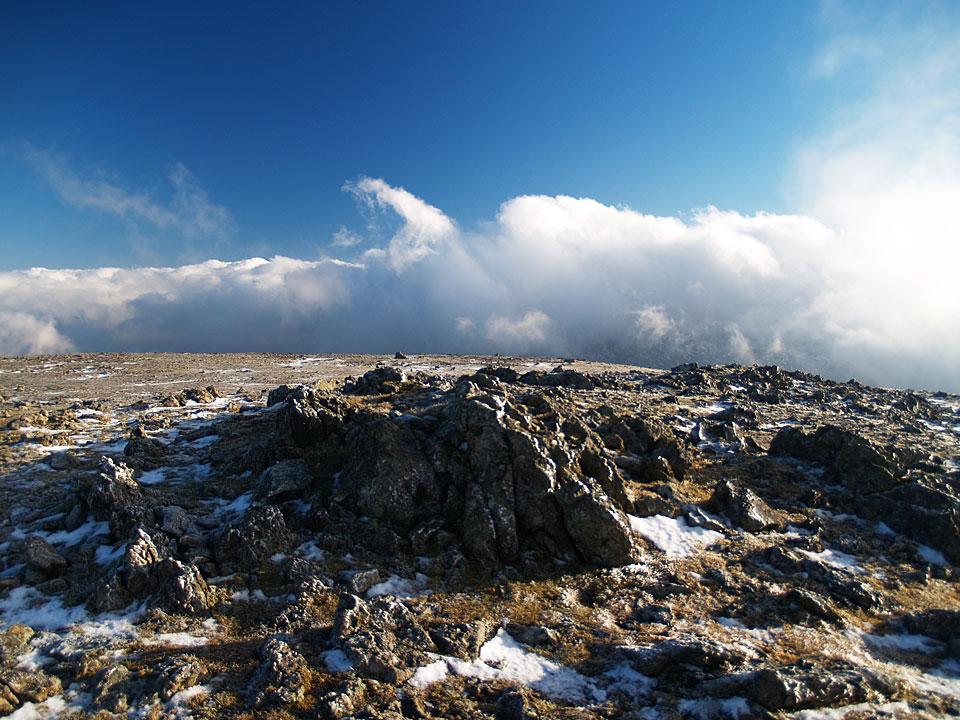 The frozen summit of Raise